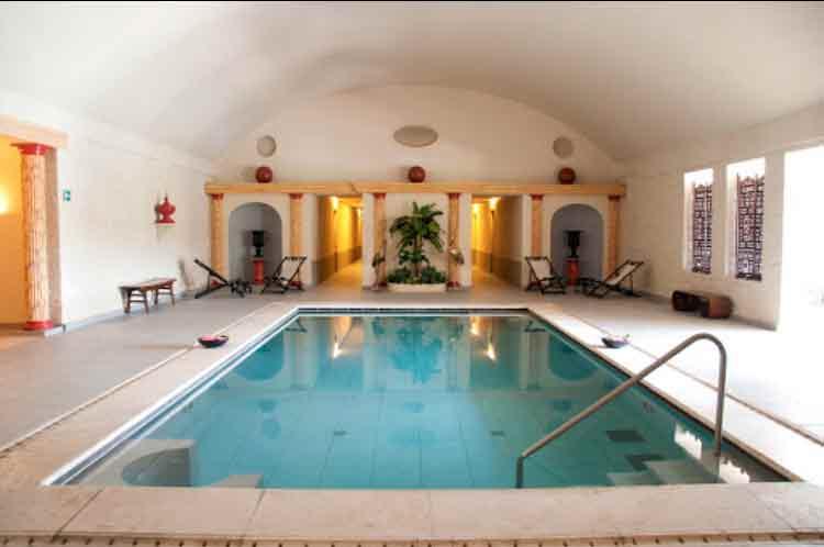 Trattamento antiscivolo piscina